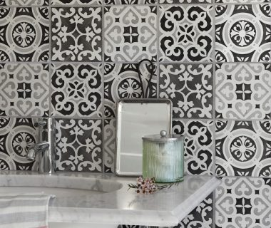 Create powerful patterns <br /> with hand painted ceramic tiles
