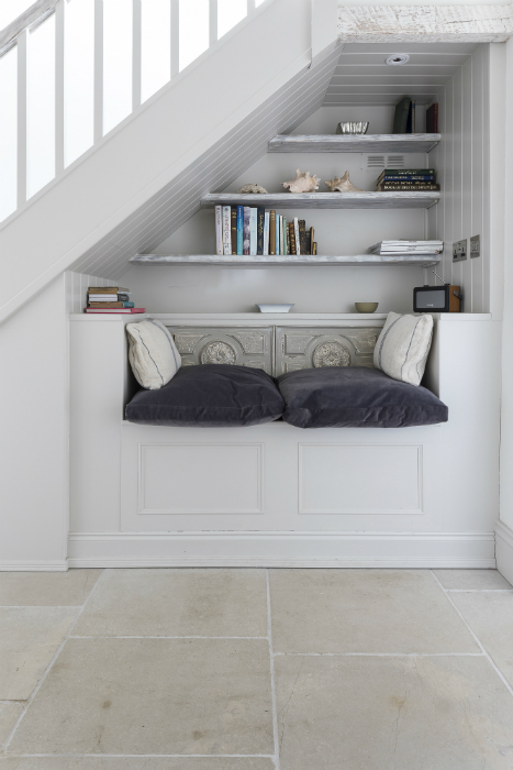 Cosy under stair bench seating with book case